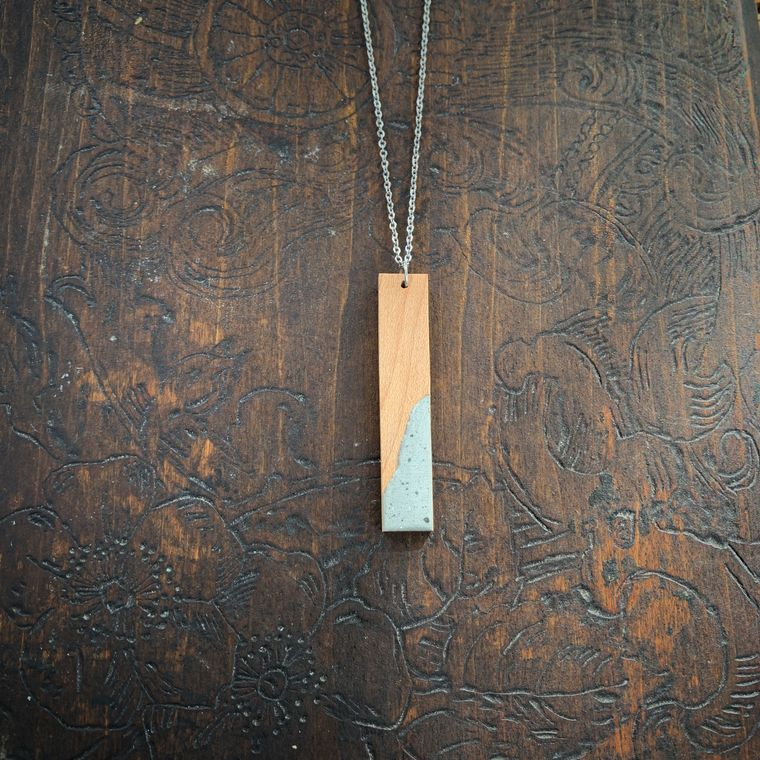 SIMPLE AND STRAIGHT MAPLE PENDANT NECKLACE – WOOD AND CONCRETE COLLECTION
