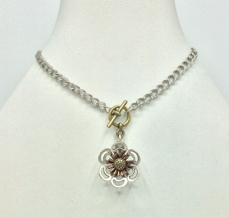 Flower Toggle Necklace - 4712