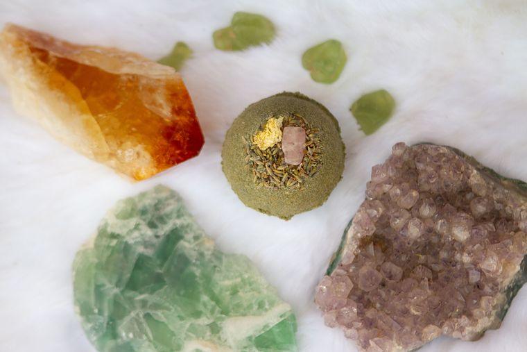 Rose Quartz & Mum Bath Bomb (Green Shade)