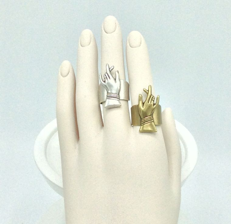 Lady's Hand Ring - R59