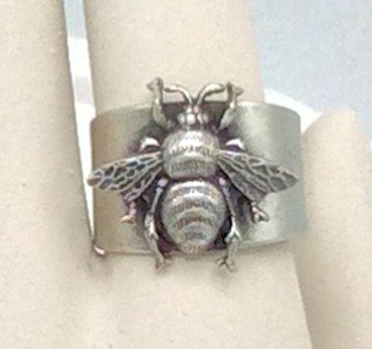 Adjustable Bee Ring - R61