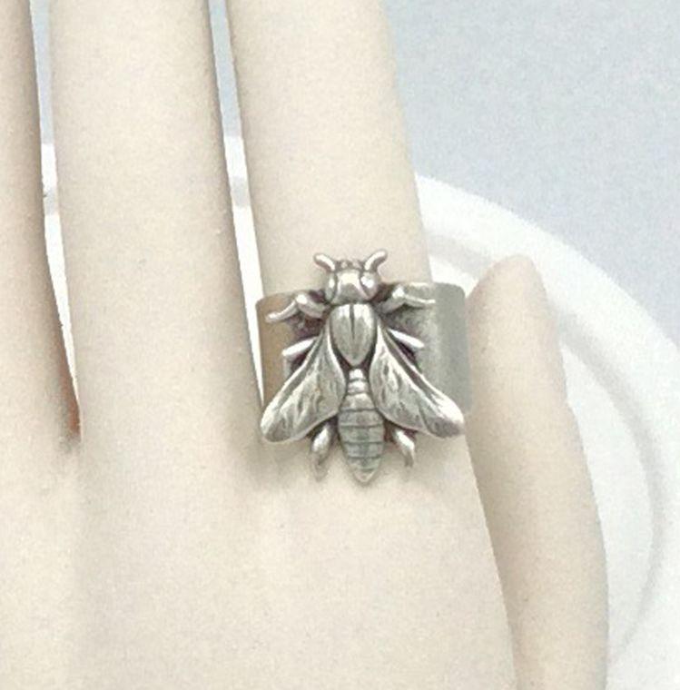 Adjustable Bee Ring - R62