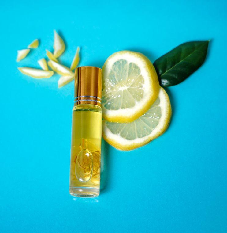 Lip Luxe Lip Oil in Lemon