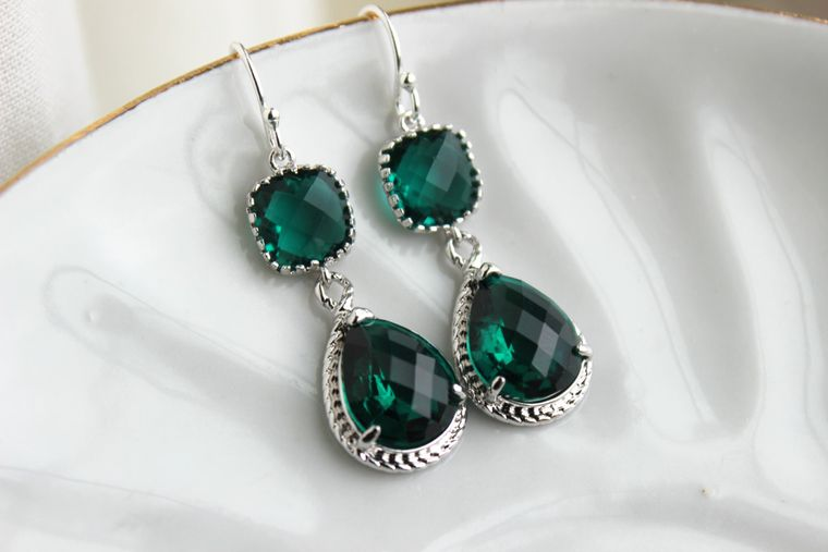 Silver Emerald Green Earrings Two Tiered Glass Earrings Jade Bridesmaid Earrings Emerald Wedding Earrings Wedding Jewelry Bridesmaid