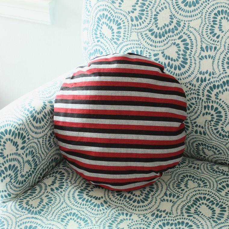 "16"" Lurik Round Striped Round Pillow Case (1-3 days)"
