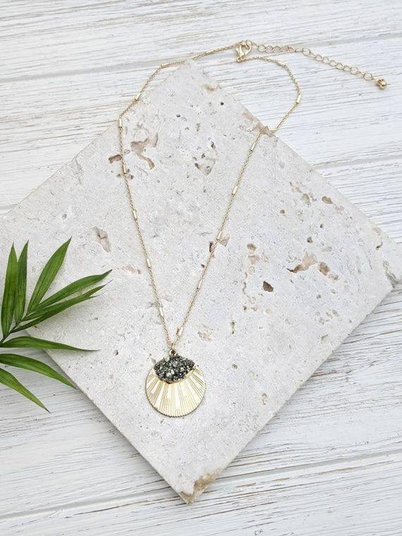 Gold Coin Necklace Medallion Necklace Coin Pendant Necklace Gold Disc Necklace Necklace Medallion Layering Necklace Boho Delicate Layering
