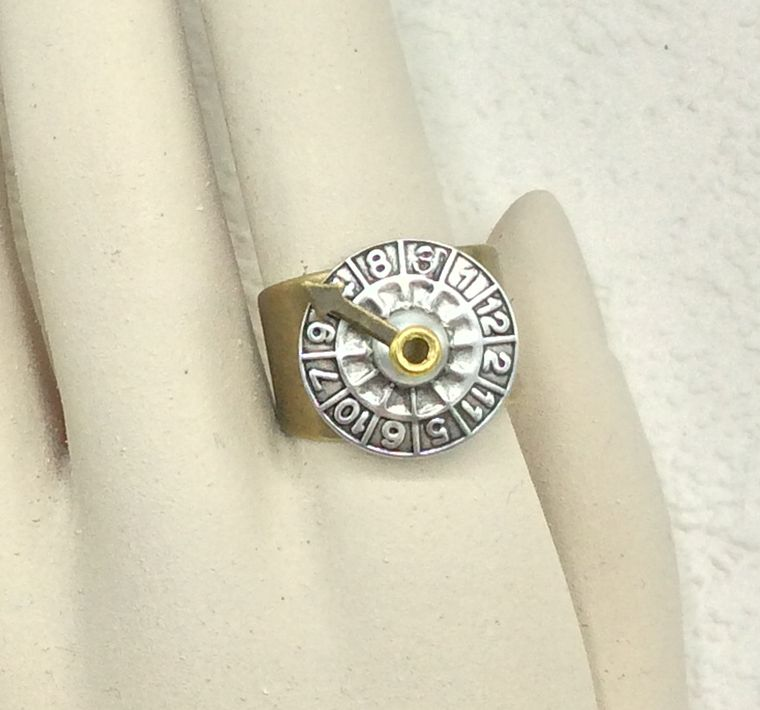 2-tone Adjustable Wheel of Fortune ring - R71