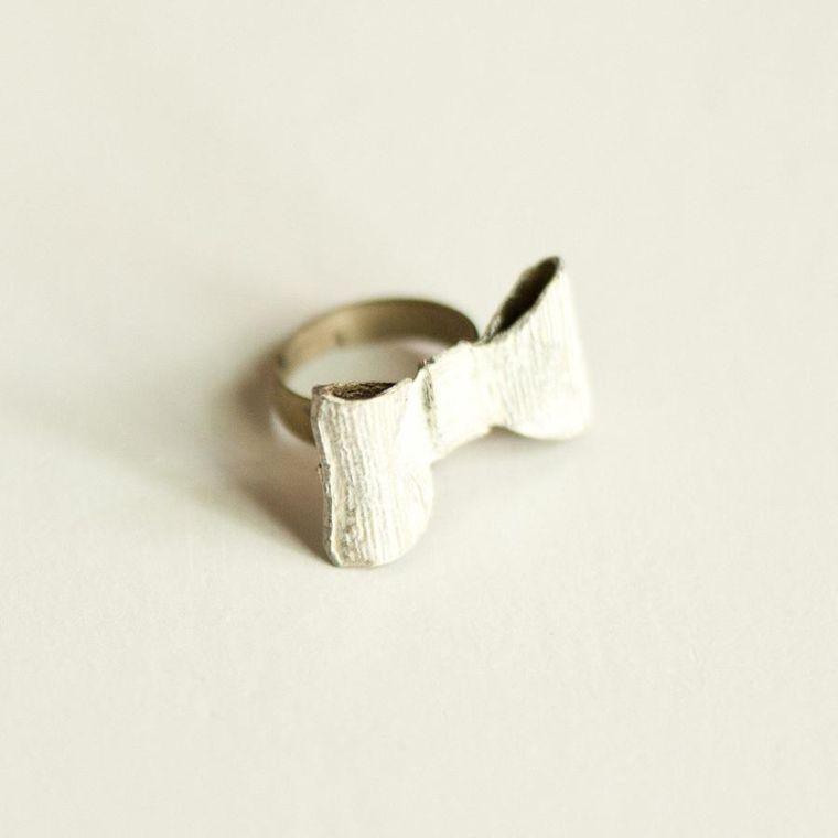 Reminder Bow Ring
