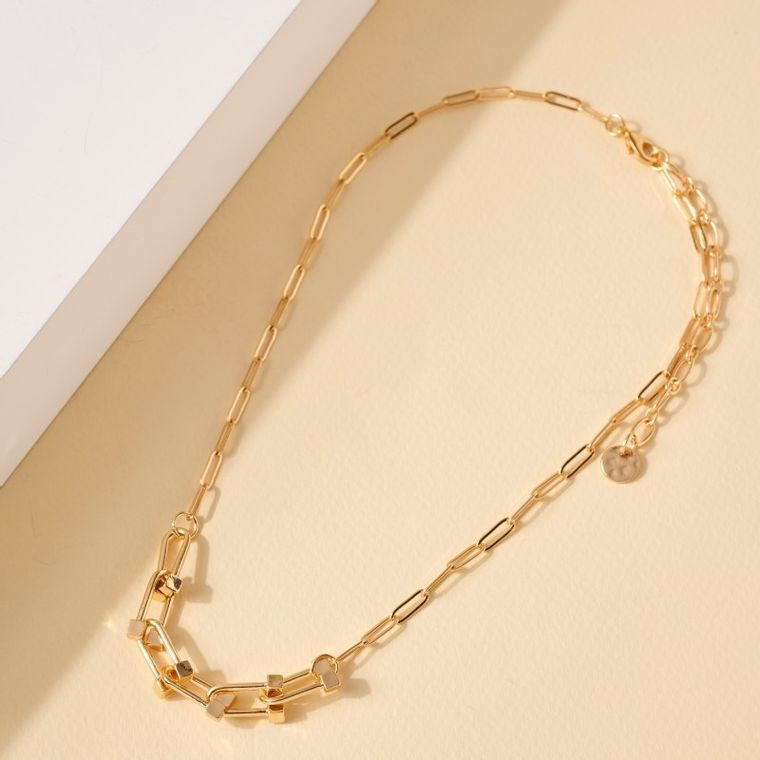 Chain Linked Short Necklace