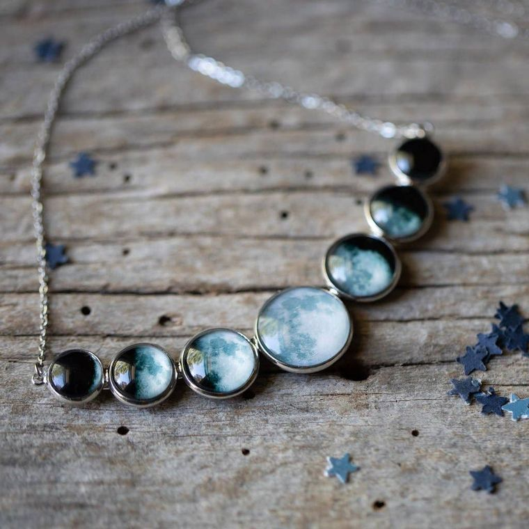 Varying Sized Curved Moon Phase Necklace
