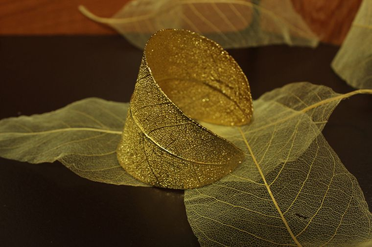 Bracelet Made with 100% Real Leaf Preserved in 18K Gold