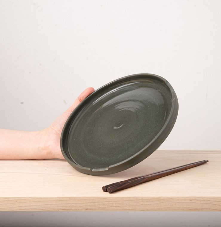 """9"""" Plates with chopstick holders - L'Insolence"""